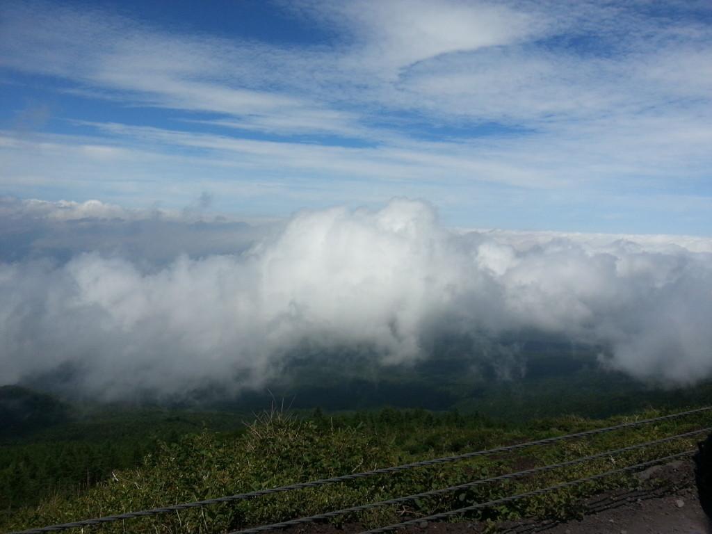 Curioso ver las nubes debajo de uno